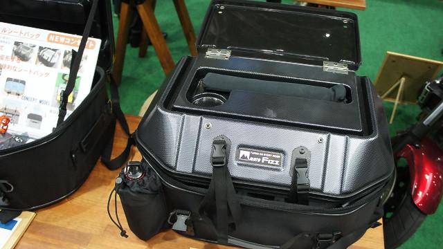 TANAXのコンセプトモデル、キャンピングシェルシートバッグとやら
